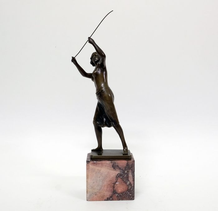 """Ernst Beck (1879-1941)  - Sculpture young girl, """"Semi Nude With Whip"""" - Art Nouveau - Bronze (patinated) - Early 20th century"""