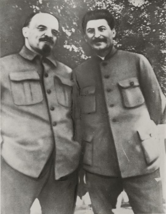 Unknown / Associated Press Photos - Stalin with Lenin near Moscow, 1922