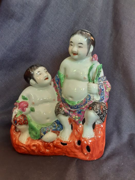 """Porcelain sculpture """"Two Children"""", """"Buddhas"""" - Porcelain - China - 2nd half of the 20thc"""