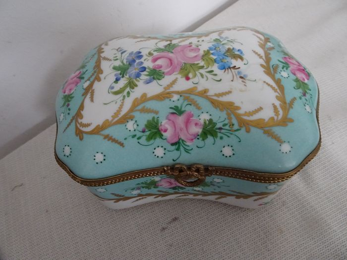 Painted porcelain biscuit box