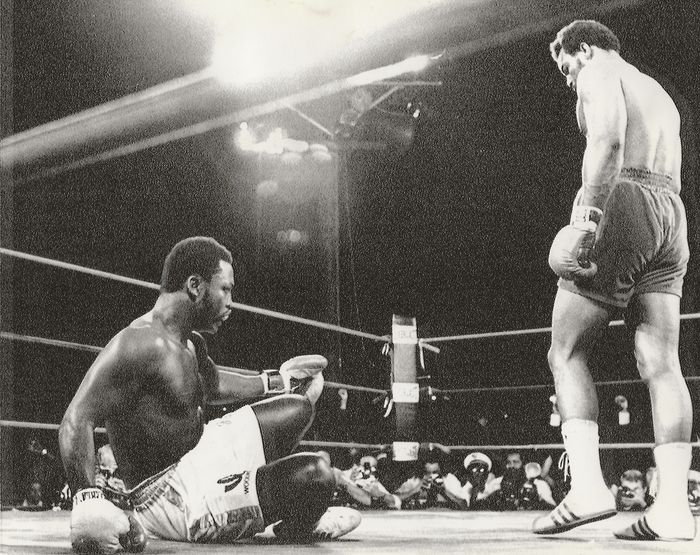 Unknown / Associated Press Photos - Jamaica, George Foreman beats Joe Frazier in Boxing world heavywight title fight