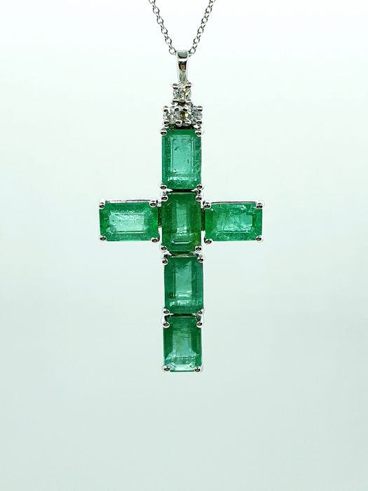 18 kt. White gold - Necklace with pendant - 5.60 ct Emerald - Diamonds
