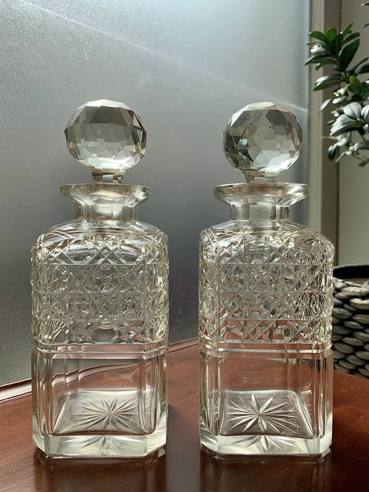 Pair of Victorian whiskey decanters with Russian cut - Crystal