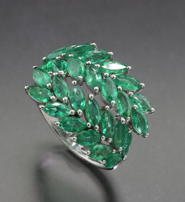18 kt. White gold - Ring - 3.00 ct Adorable emerald ring palm fronds transparent green