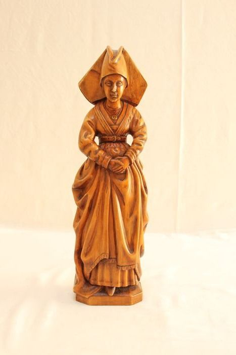 Wood carving representing Michaelle of valois - Wood - 20th century