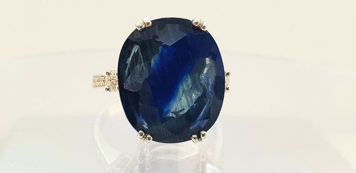 18 kt. White gold - Ring - 14.26 ct AIG certified sapphire - Diamonds