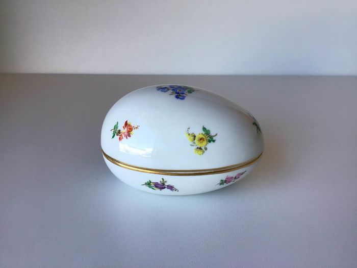 Meissen - egg shaped box - Porcelain
