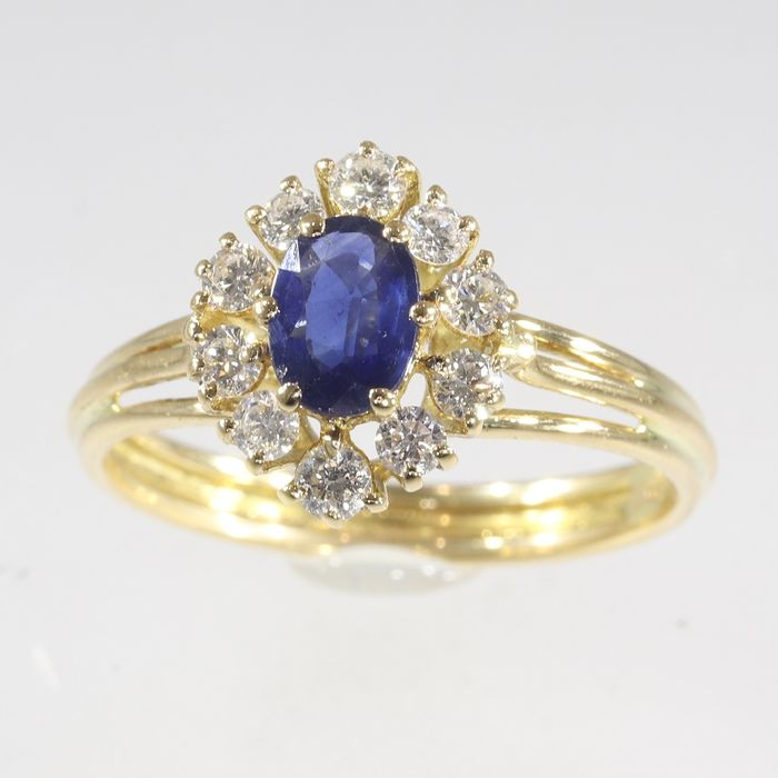 18 kt. Yellow gold - Ring, Vintage - Anno 1975 - 0.75 ct Sapphire - 0.62 ct Diamonds - Natural (untreated) - Free resizing*