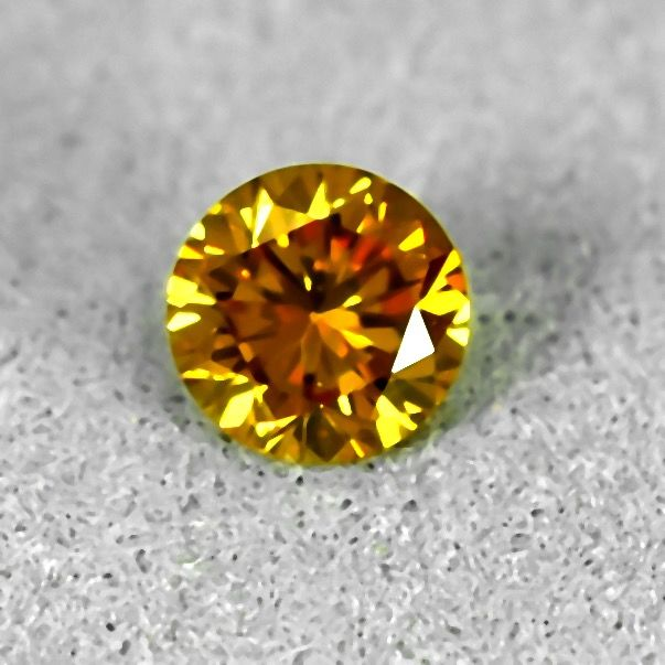 Diamond - 0.26 ct - Brilliant - Natural Fancy Intense Orangy Yellow - Si1 - NO RESERVE PRICE - VG/VG/VG