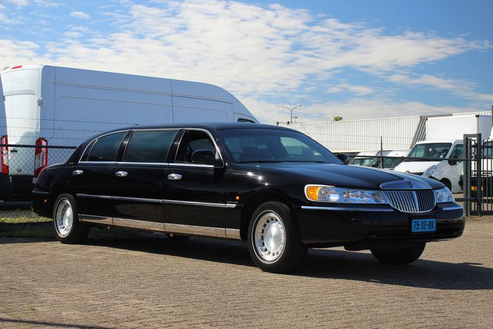 Lincoln - Town Car Limousine Executive Series - 2001