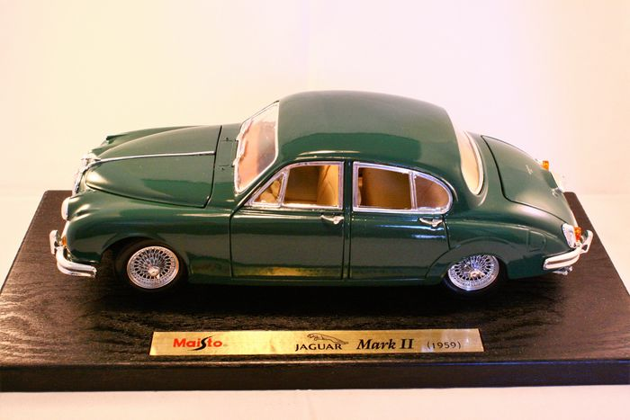 Maisto Special Edition - 1:18 - Jaguar Mark II