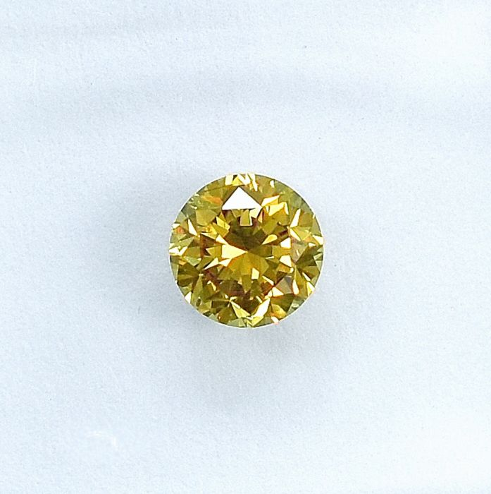 Diamond - 0.37 ct - Brilliant - Natural Fancy Intense Greenish Yellow - SI1