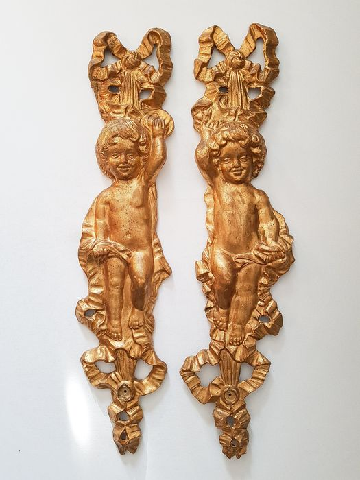 Two hand-carved and gilded wall cherubs - 75 cm (2) - Wood - Second half 19th century