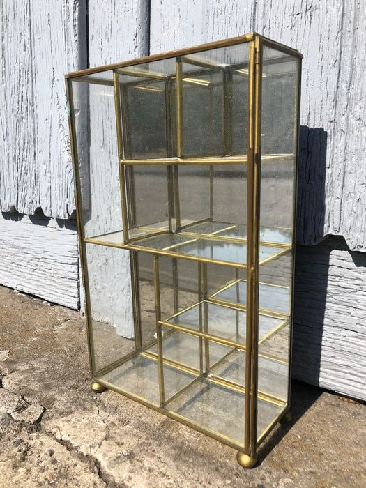 Glass and brass display case (1) - Brass, Glass, Mirror