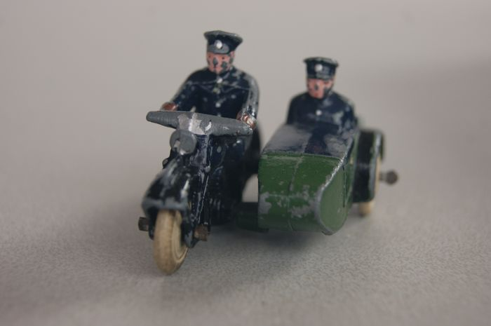 """Dinky Toys - 1:38 - First PRE-War Issue """"Police Motorcycle Patrol"""" no.42b - 1935"""