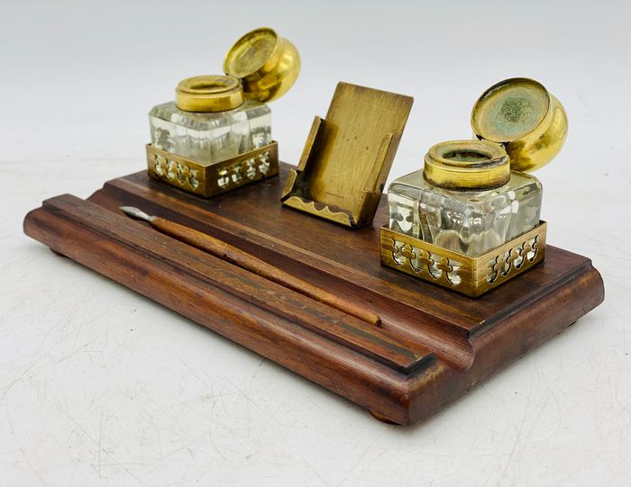 Victoriano - Old Notary
