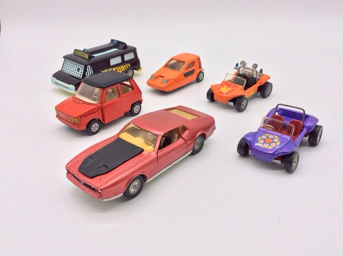 Corgi - 1:43 - James Bond Ford Mustang, Bond Bug,DAF City car, 2x Beach Buggy's,High Speed Security van - #391, 389, 276, 208, 287, 424 from the 60's /70's - Corgi Toys  England