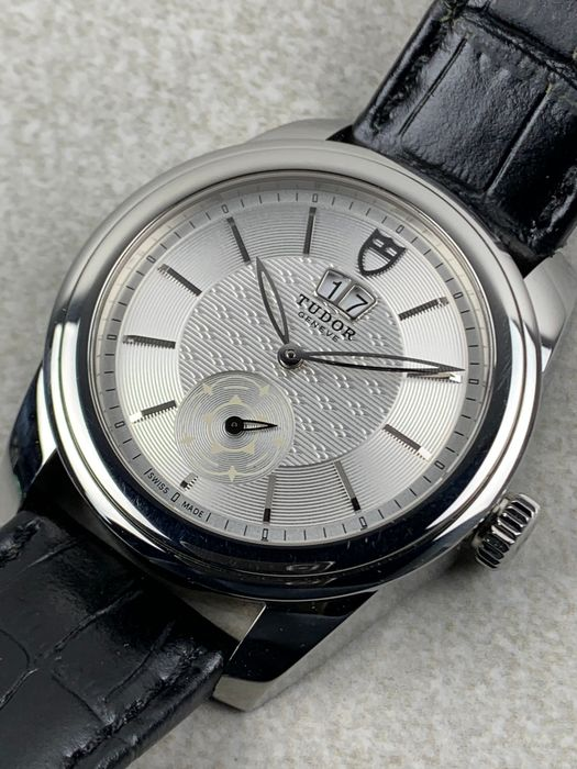Tudor - Glamour Double Date Automatic - 57000 - Heren - 2011-heden