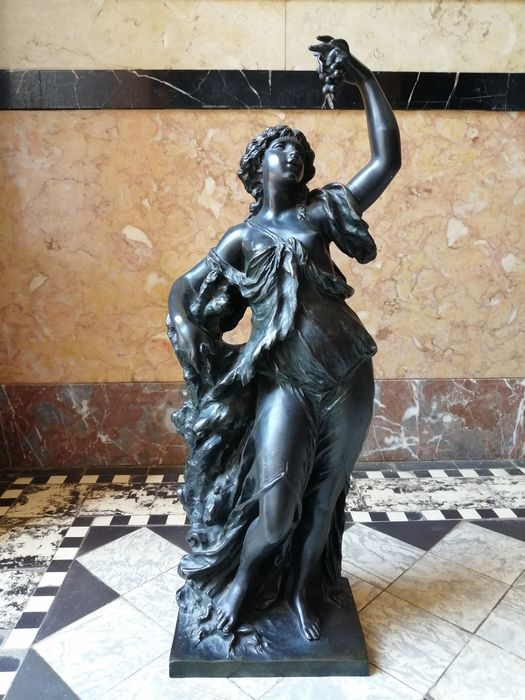 """Ferdinand Barbedienne - Sculpture, half-naked female figure with grapes """"Bacchante"""" - 55.5 cm (1) - Neoclassical Style - Bronze - Late 19th century"""