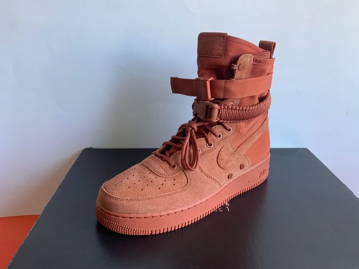 Nike - Nike SF Air Force 1 High Dusty Peach Sneakers - Maat: 45