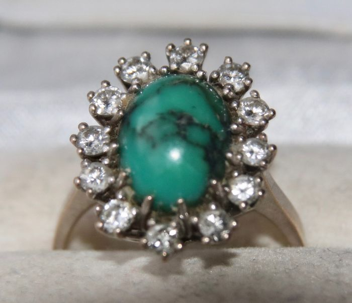 """Maker's sign """"EH0"""" - 14 kt. White gold - Exclusive ring - 3.83 ct natural Turquoise - Diamonds 0.77 ct."""