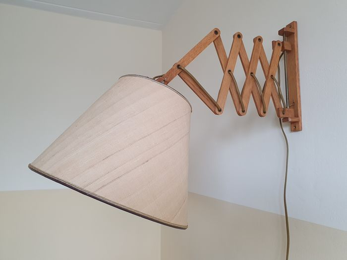 Vintage wooden wall hinge / scissor lamp from the 50s.