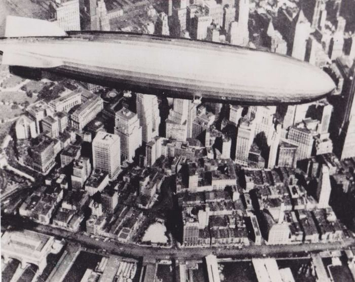 Zentral-Fotoarchiv - The Hindenburg over New York, 1936