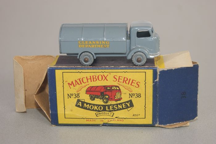 """A Moko Lesney Product """"Matchbox"""" 1-75 Regular Wheels Series - 1:76 - Moko Model """"Karrier Bantam Refuse Collector"""" no.38a - with """"Cleansing Department"""" -Decals 1957 - In Original First """"Moko"""" Issue Type """"B2"""" Box - 1959"""