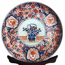 Assiette (22cm) - Imari - Porcelaine - With mark 'Fūki chōshun' 冨貴長春 - Japon - Période Meiji (1868–1912)