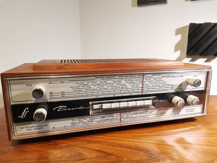 Linnet and Laursen, Danmark - Beautiful and extremely rare L&L PICCOLO. voted the world's best transistor radio - Radio Transistor