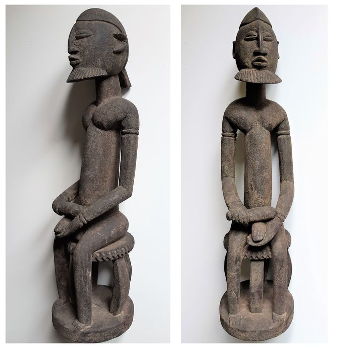 Sculpture of a Seated Man (1) - Wood, liniment - Nommo - Dogon - Mali