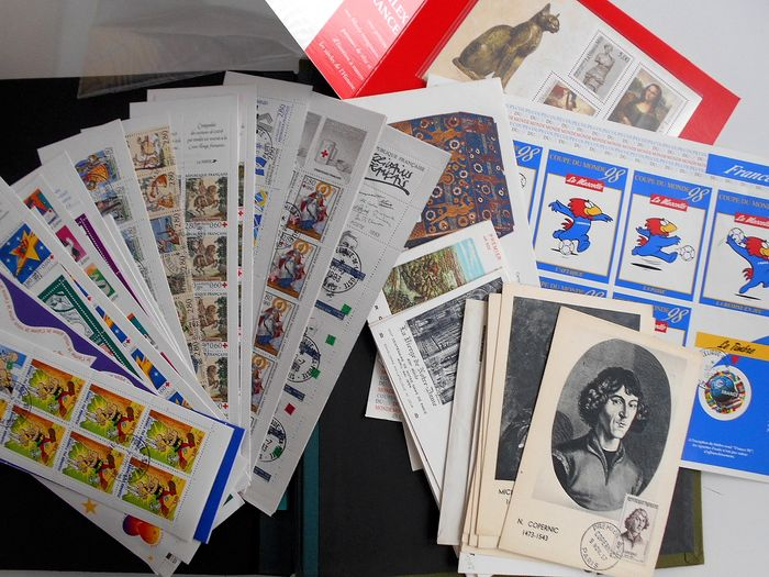Francia 1980/1990 - Accumulation of modern stamps with commemorative booklets in a strip album - Yvert