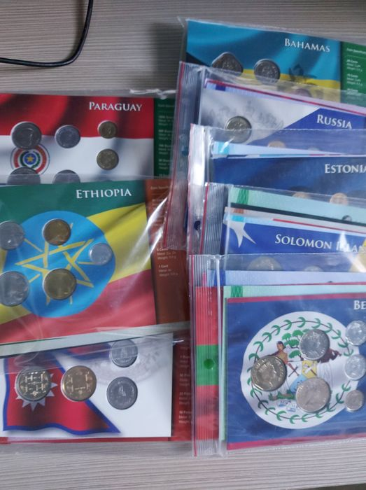 """World - Diverse Jaarsets """"Coin Sets Of All Nations"""" (24 stuks)"""