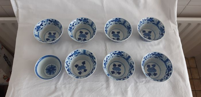 tea bowls (8) - Blue and white - Porcelain - Fish - China - 19th century