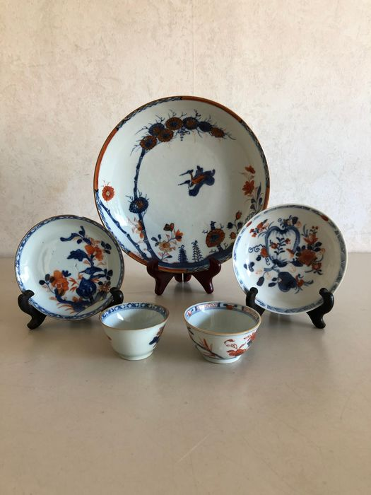 Chinese Imari - Plate and 2 cups and saucers (5) - Porcelain - China - 18th century