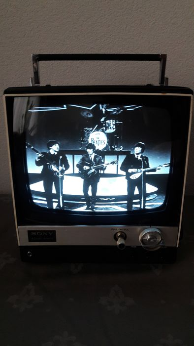 Sony - Vintage (1969) portable TV - restored - 900UET