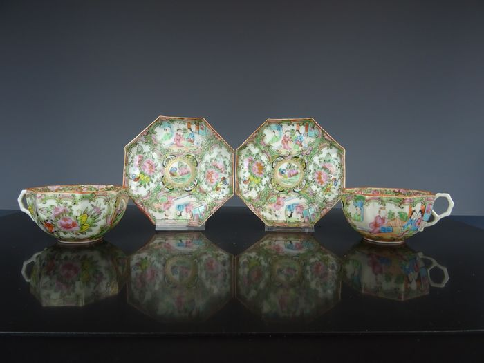 Two sets of cups and saucers - Porcelain - China - Early 20th century