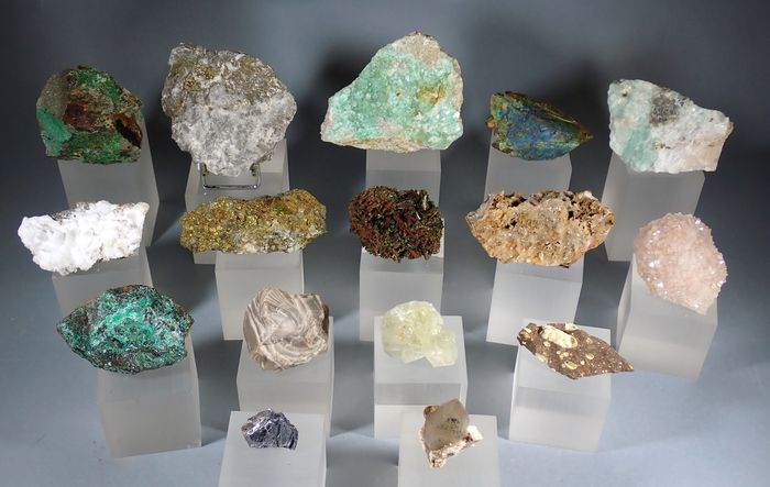 Mineral Collection - 991 g - (16)