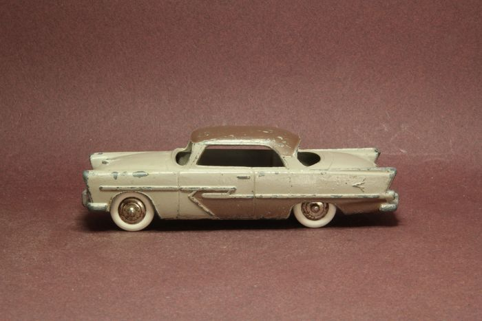 Dinky Toys - 1:43 - Plymouth  Belvedere - Dinky toys 24D