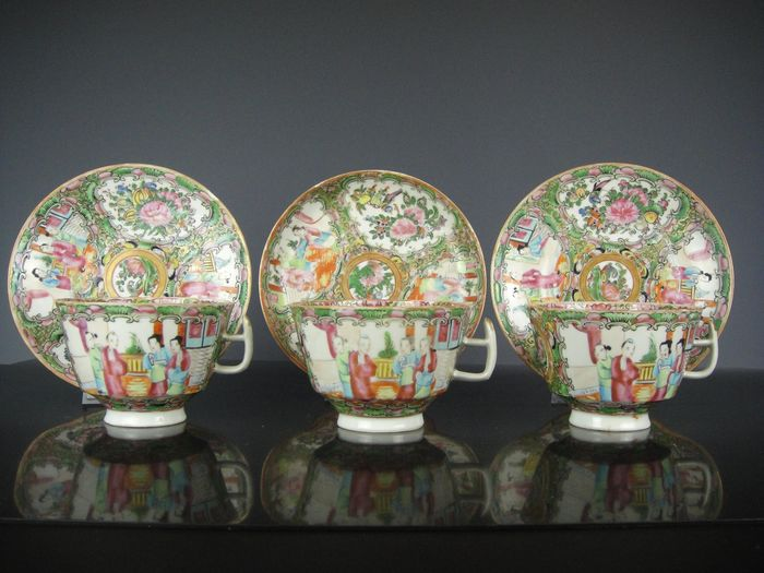Dire sets of cups and saucers - Porcelain - China - 19th century