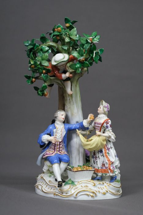Meissen - Gardening group with apple tree - Porcelain