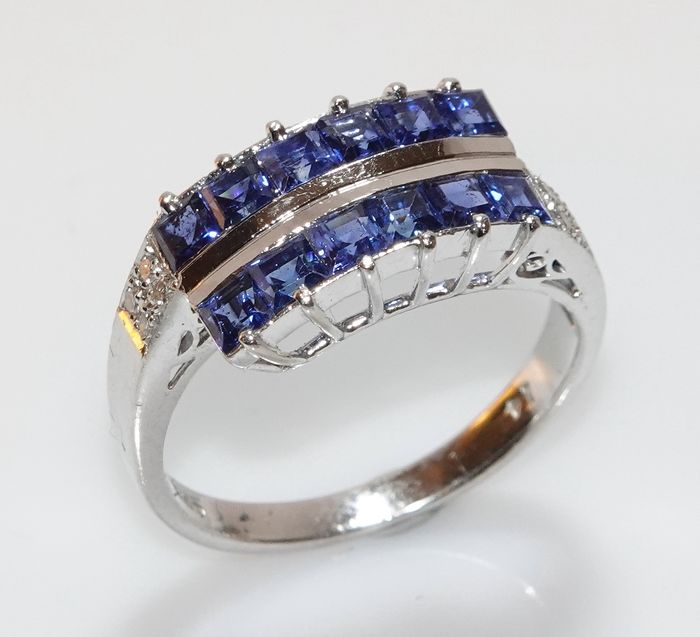 14 kt. White gold - Ring 10 Sapphire 1.20 ct. - 8 diamonds 0.14 ct.