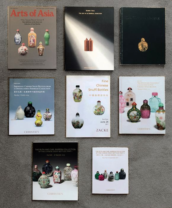 Book, Catalogue (8) - Paper - Chinese Snuff Bottles - Robert Hall: The Art of Imperial Addiction, The World in a Bottle, + 6 other books on Snuff Bottles - USA, Austria, Hong Kong, England - 21st century