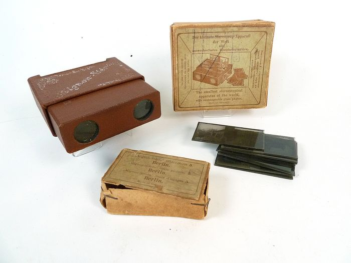 Mignon Stereo - 'the smallest stereoscope in the world'; viewertje met zeer kleine glasplaatjes