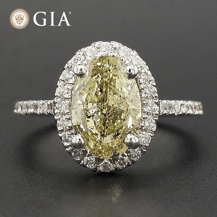 2.38ct Natural Fancy Light Brownish Greenish Yellow, Diamonds - 14 kt. White gold - Ring - ***No Reserve Price***