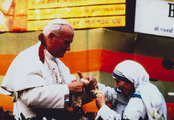Raghu Rai (1942) / Gamma - Pope Jean Paul II and Mother Teresa, Calcutta, India 1986