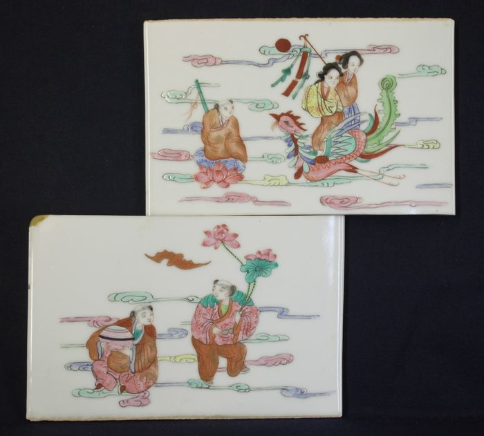 """Tile (2) - Famille rose - Porcelain - Lot of 2 tiles Immortals of Harmony and Union """"和合二仙"""" and  Deity Magu """"麻姑"""" - China - Late 20th century"""