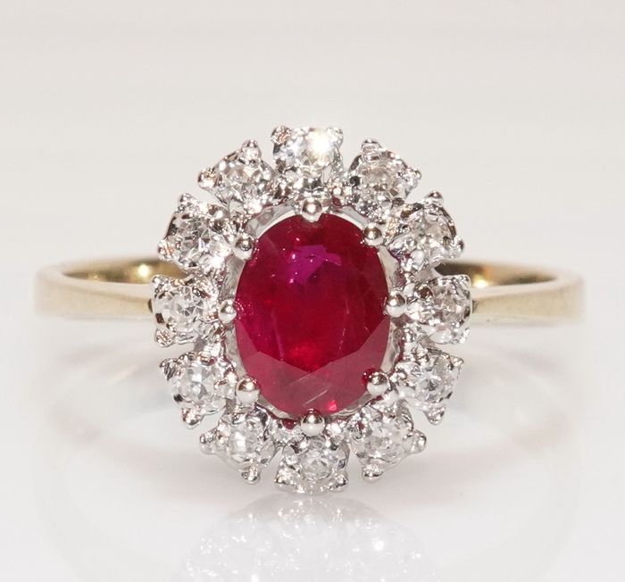 14 kt. White gold, Yellow gold - Ring 1 ruby 0.85 ct. - 12 diamonds 0.18 ct.