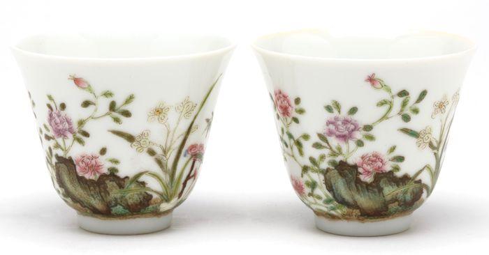 Coppa del vino - Porcellana - A very Fine Imperial Mirror Pair Of Famille Rose Wine Cups, Tongzhi Mark And Of The Period  - Cina - Tongzhi (1862-1874)