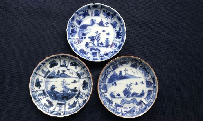 Saucers (3) - Porcelain - China - Kangxi (1662-1722)